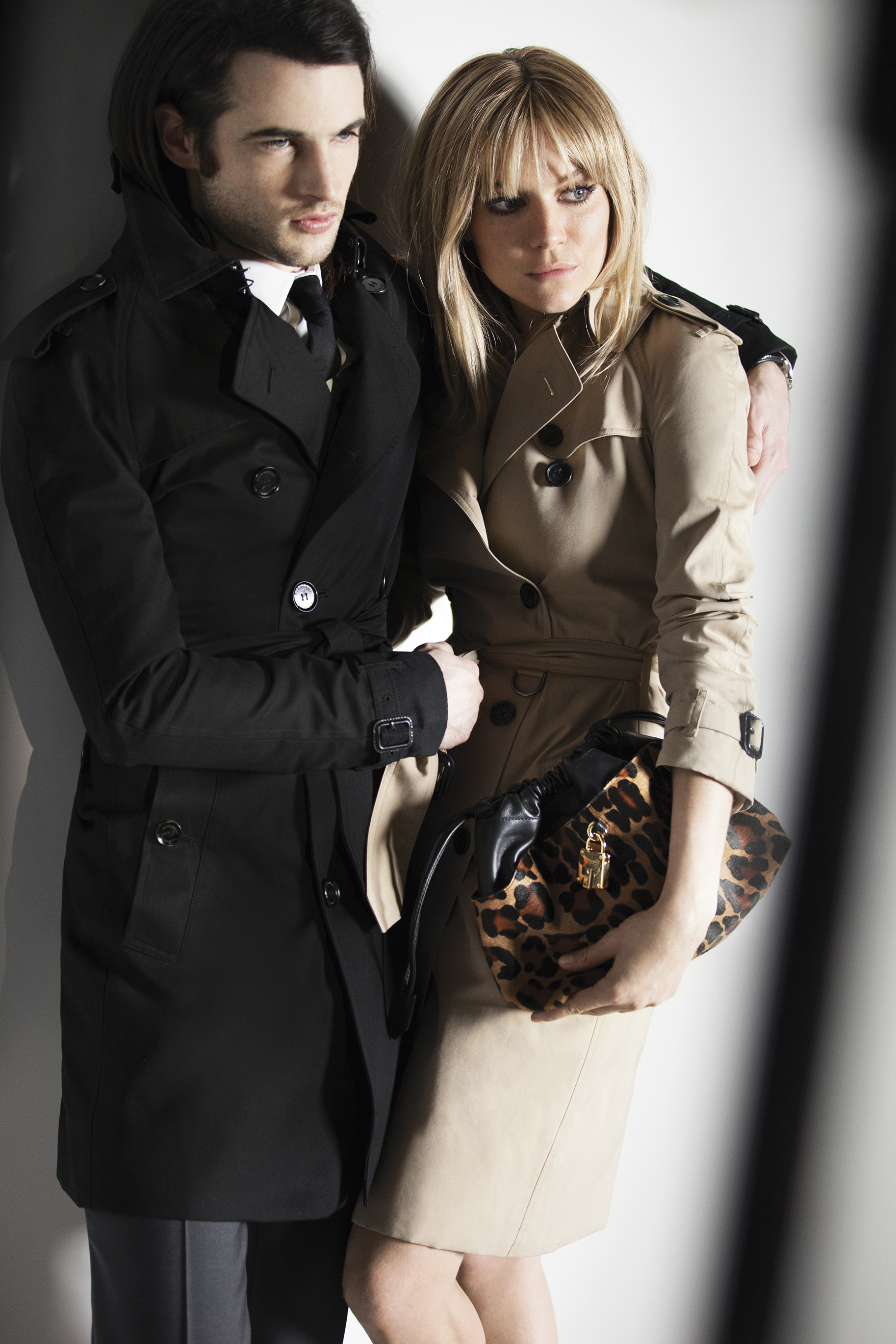 Sienna Miller and Tom Sturridge behind the scenes at the Burberry Autumn_Winter 2013 campaig_001