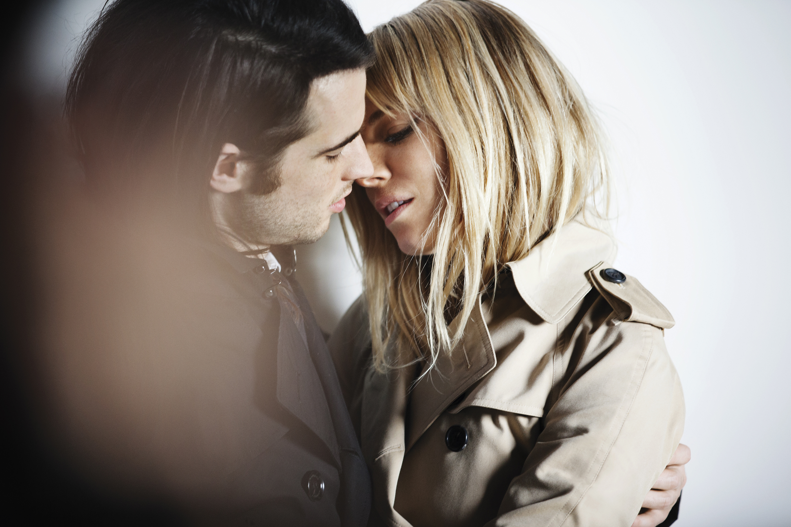 Sienna Miller and Tom Sturridge behind the scenes at the Burberry Autumn_Winter 2013 campaig_002